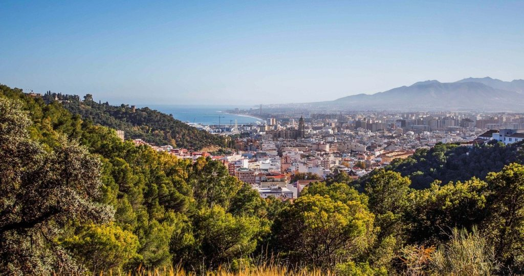 Малага, снимка от покрайнините и от височина