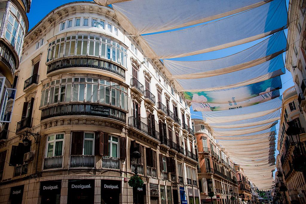 снимка на сгради на улица лариос малага