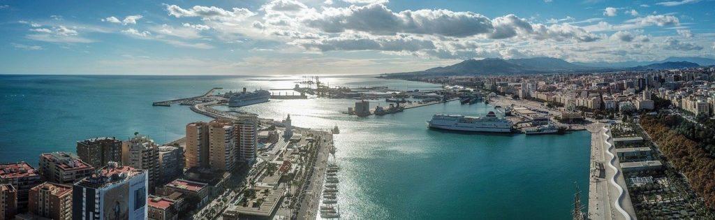 снимка на пристанището на Малага