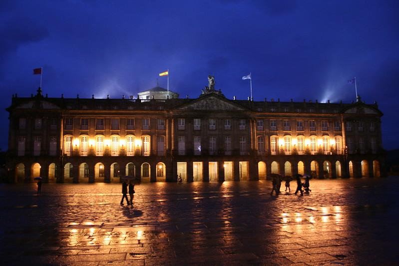 снимка на паласио де рахой на свечеряване